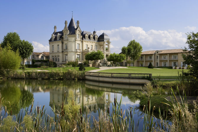 Vue Chateau cote Parc Hotel Grand Barrail