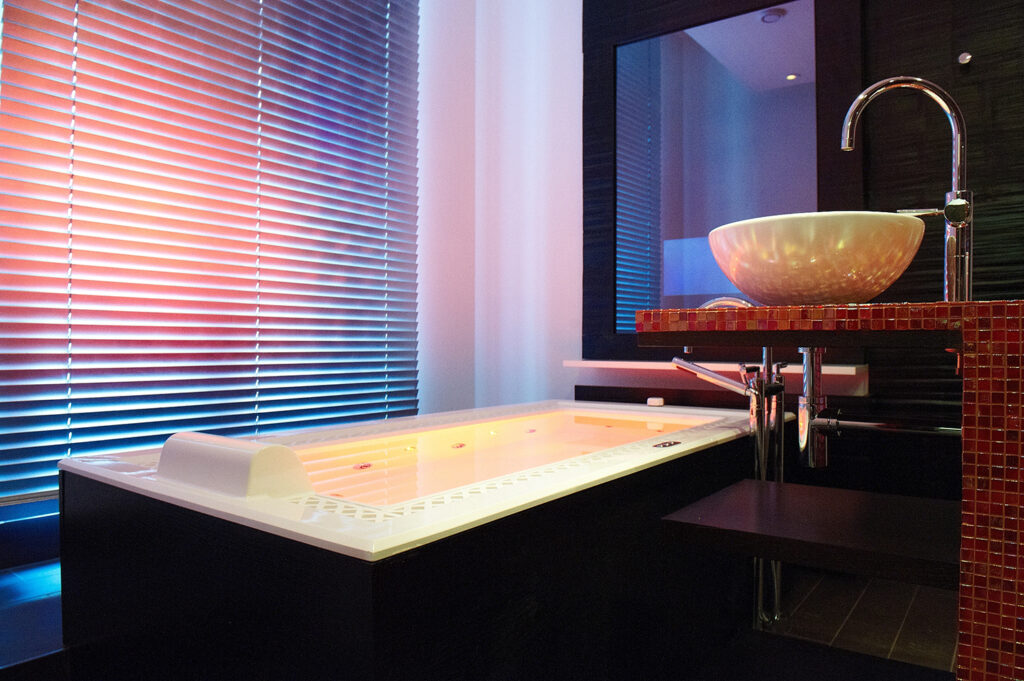 Blogpost - Chromotherapy - The new way of bathing